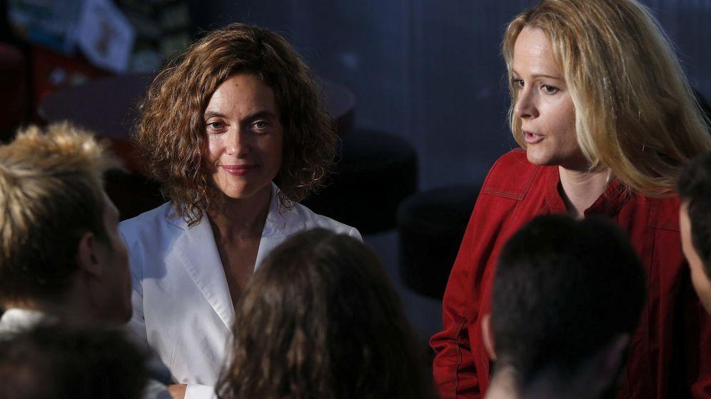 Foto: Meritxell Batet y Zaida Cantera, en el Matadero de Madrid, este 30 de septiembre, durante la presentación de ambas como dos y seis del PSOE por la capital. (EFE)