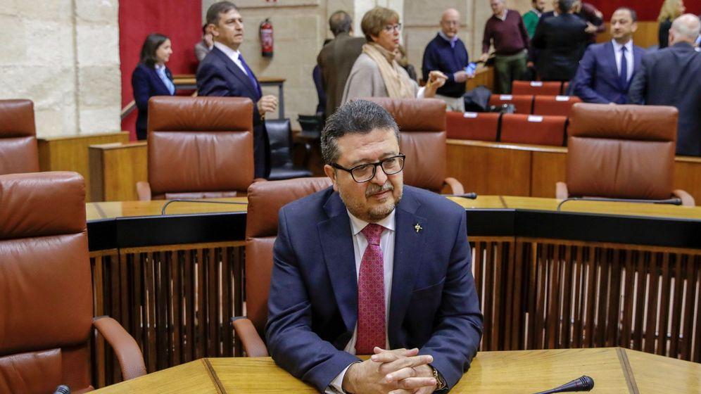 Foto: Francisco Serrano, en el Parlamento de Andalucía. (EFE)