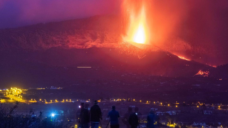 Viviendas amenazadas en La Palma. (EFE)