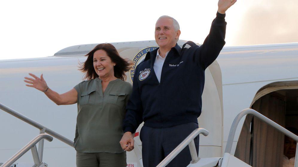 Foto: Karen Pence y el vicepresidente de los Estados Unidos, en un viaje oficial (Reuters/Virgilio Valencia)