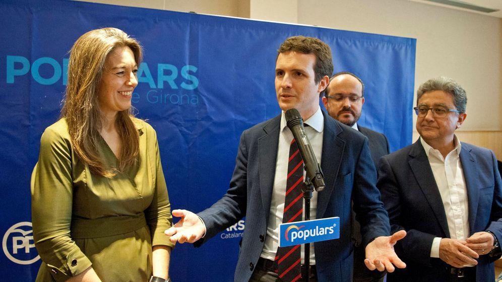Foto: Fotografía de archivo del presidente del PP, Pablo Casado, y el exdelegado del Gobierno en Barcelona Enric Millo (d). (EFE)