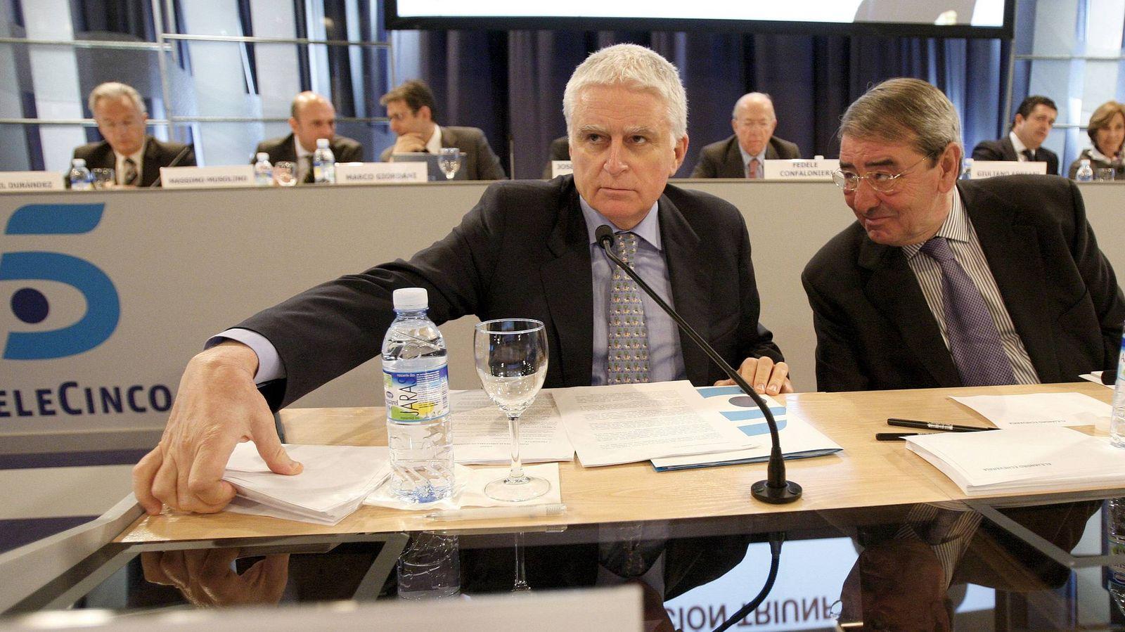 Foto: Paolo Vasile (i) y Alejandro Echevarría (d), consejero delegado y presidente de Mediaset España. (EFE)