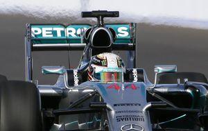 Mercedes domina en los segundos libres con Hamilton primero
