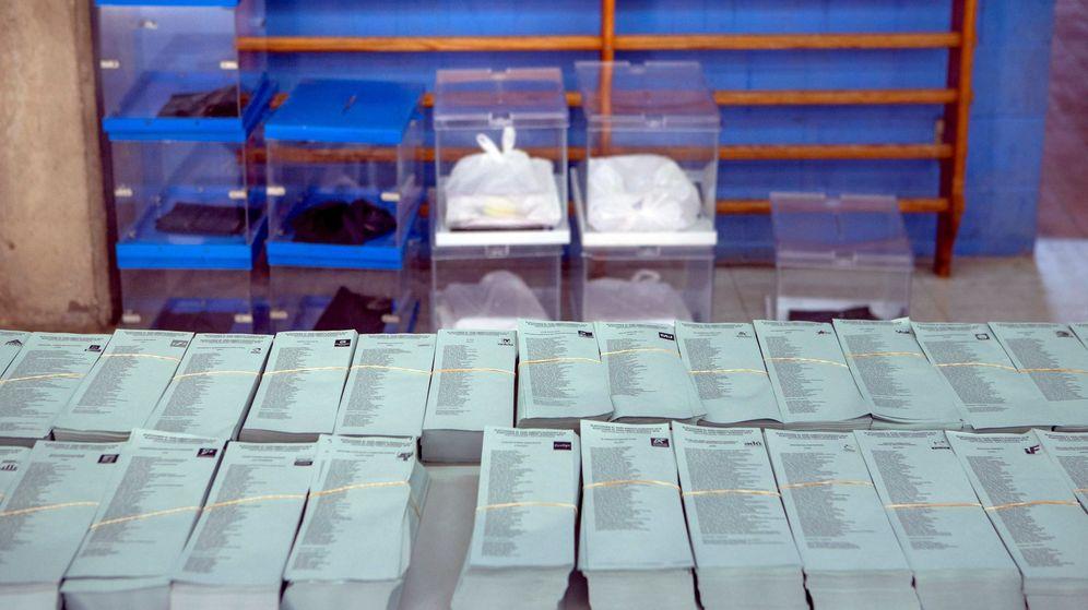 Foto: Foto de archivo de un colegio electoral. (EFE)