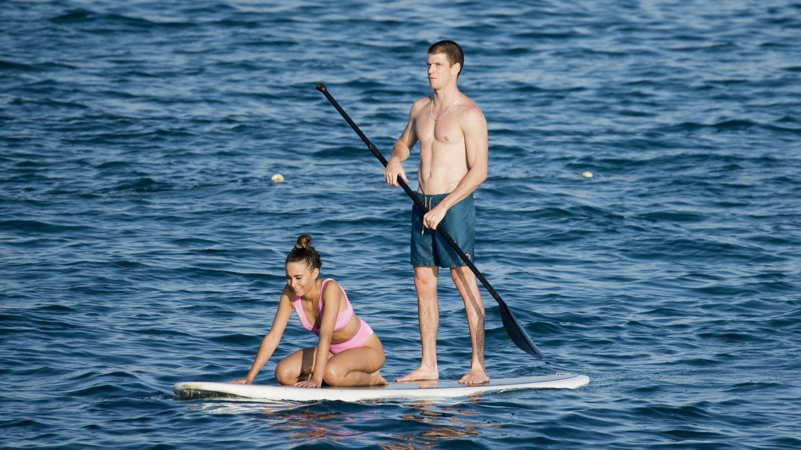 Foto: Aitana y Miguel Bernardeau en Ibiza. (Lagencia Grosby)