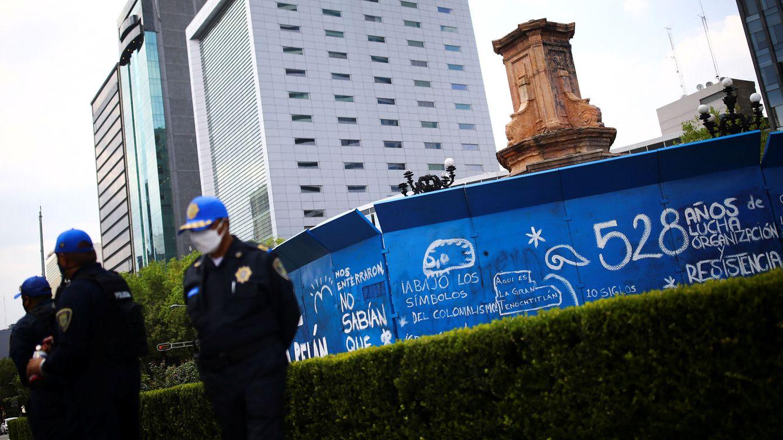 Foto: Un pedestal vacío donde antaño se encontraba la estatua de Cristóbal Colón, en la Ciudad de México. (Reuters)