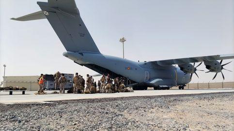 Un traductor rescatado por España renunció a subir al avión por ayudar en el aeropuerto