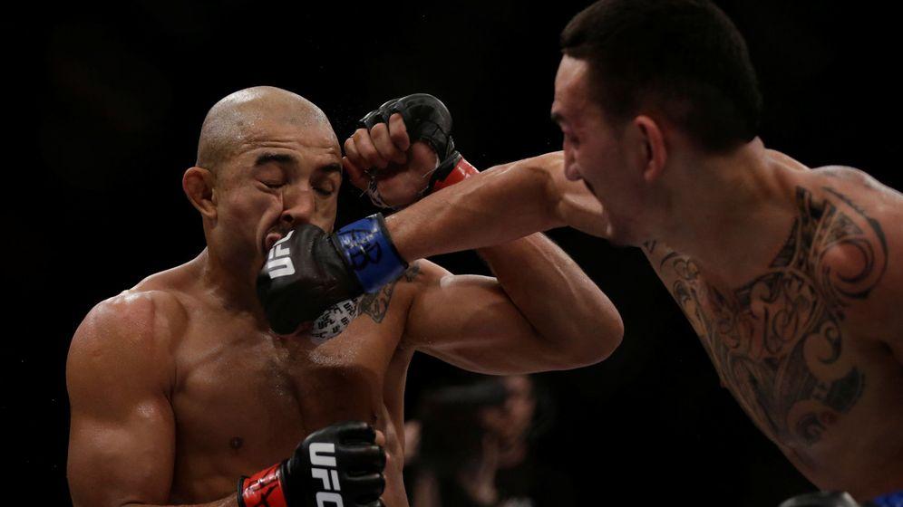 Foto: Imagen de la pelea entre Max Holloway (d) y Jose Aldo. (Reuters)