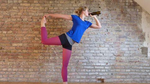 Desnudos, con cerveza... Seis maneras insólitas de practicar yoga