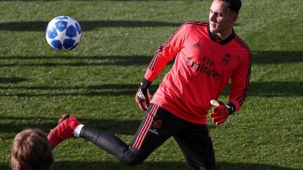 Foto: Keylor Navas durante el entrenamiento con el Real Madrid antes del partido contra el CSKA de Moscú. (Efe)