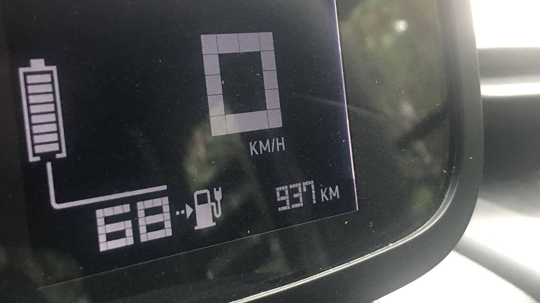Al partir, el indicador de autonomía señala 68 kilómetros, y tenemos previsto hacer unos 46, que al final serían 47. Pero llegamos al destino con 8 kilómetros de margen.
