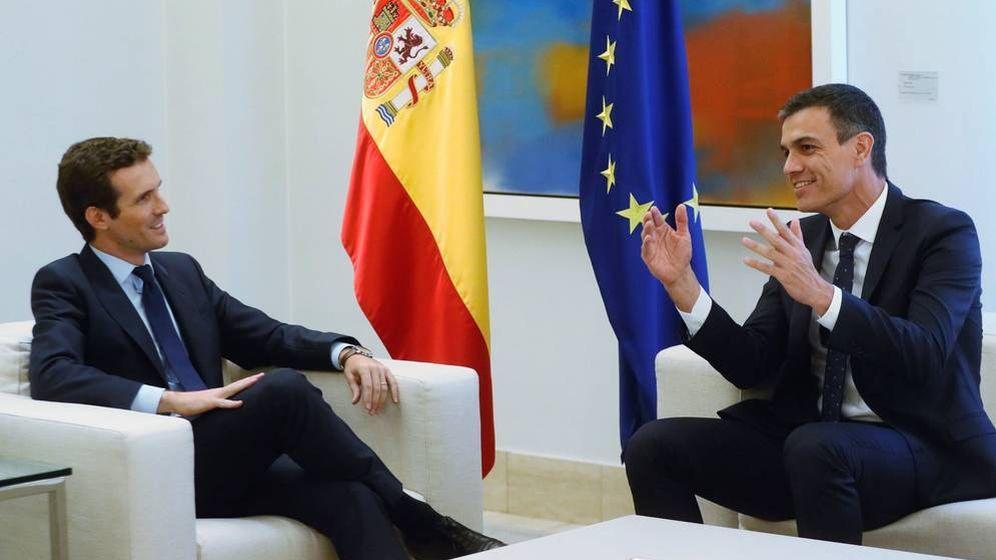 Foto:  Pablo Casado y Pedro Sánchez en un encuentro en Moncloa. (EFE)