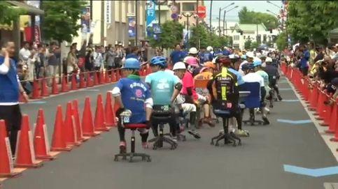 Curiosa carrera de sillas de oficina en Japón