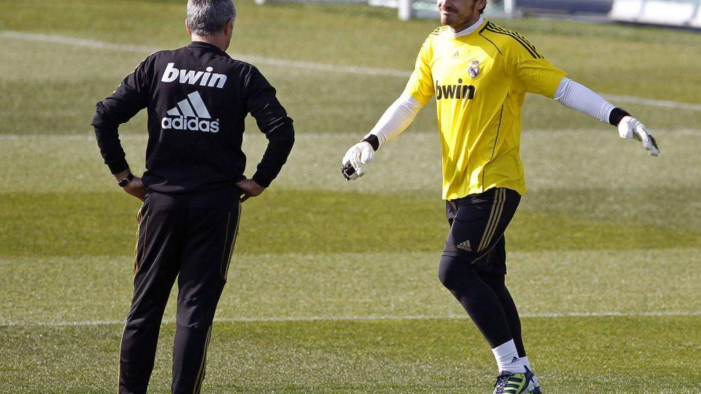 Foto: José Mourinho e Iker Casillas en su etapa en el Real Madrid. (EFE)
