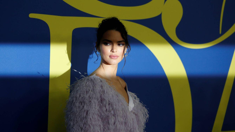 De Kendall Jenner a la novia de Brad Pitt: todas llevan sobrecamisa