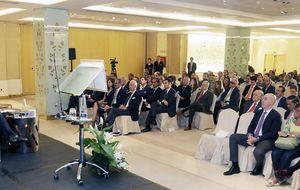 Más de 200 asistentes para descifrar el papel de los 'señores del dinero'