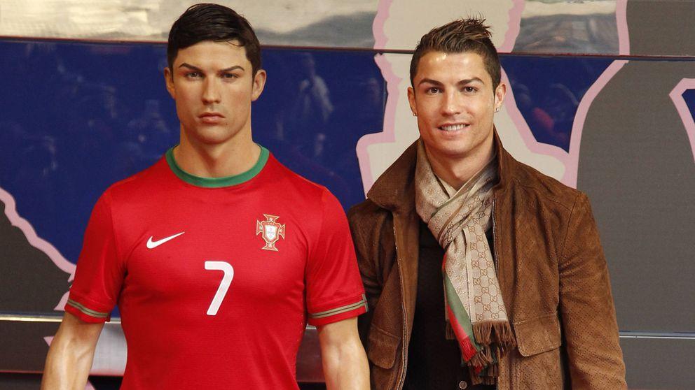 Ronaldo envía a su peluquero personal a peinar su figura de cera