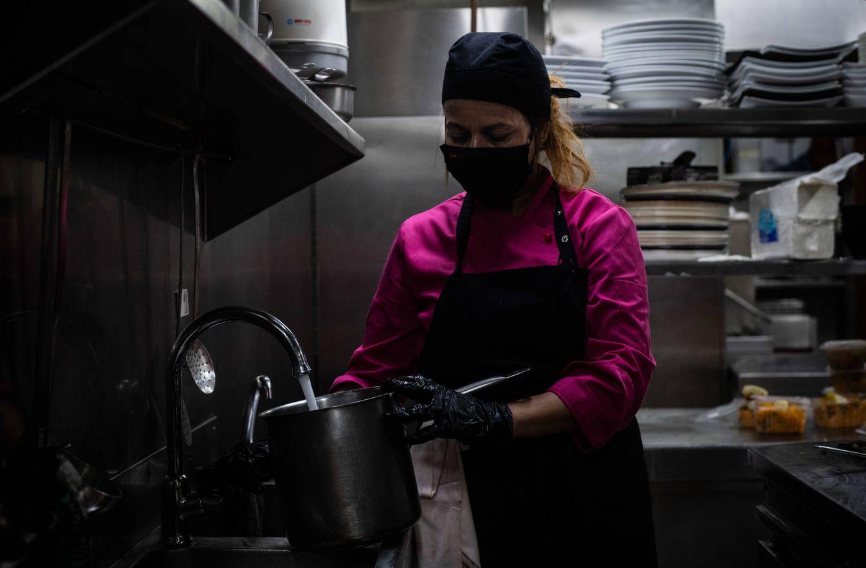 Jade es cocinera y la artífice de la idea de convertir el restaurante en un local de reparto de comida. (C. C.)