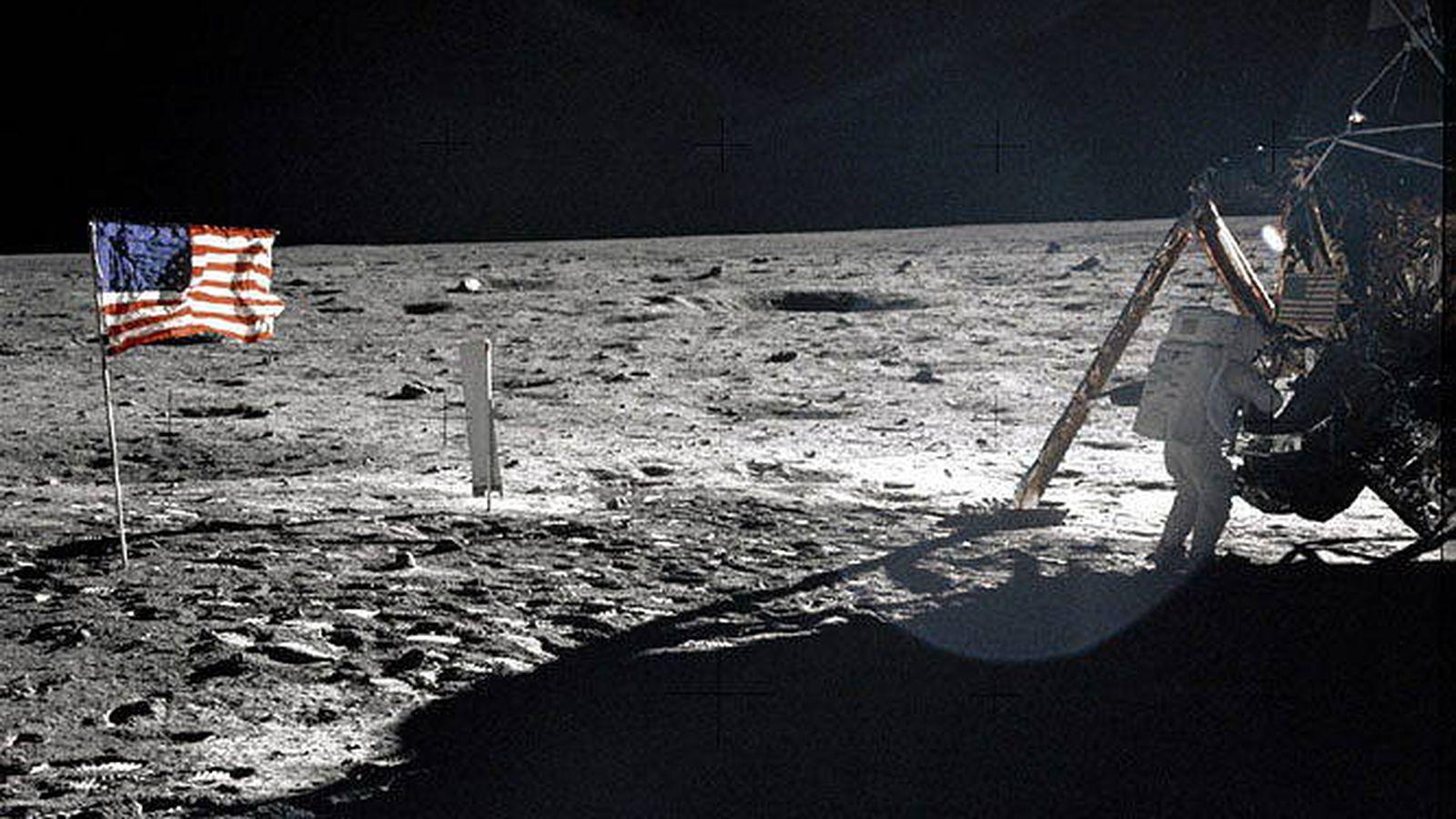 Foto: Neil Armstrong, en su llegada a la Luna a bordo del Apolo XI. (EFE)