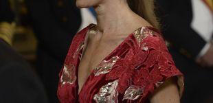 Post de Begoña Gómez, mucho bordado y de rojo en su debut de gala en el Palacio Real