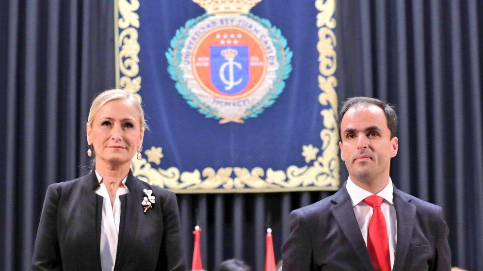 Foto: Cristina Cifuentes y Javier Ramos, en la toma de posesión de este como rector de la Universidad Rey Juan Carlos.