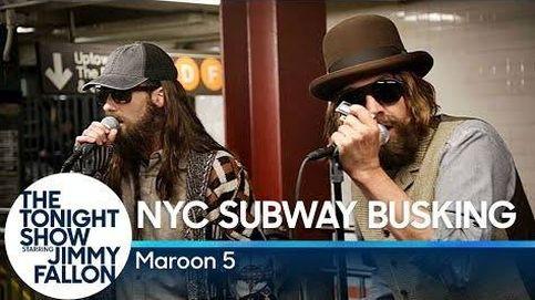Jimmy Fallon la vuelve a liar en el metro: esta vez con Maroon 5