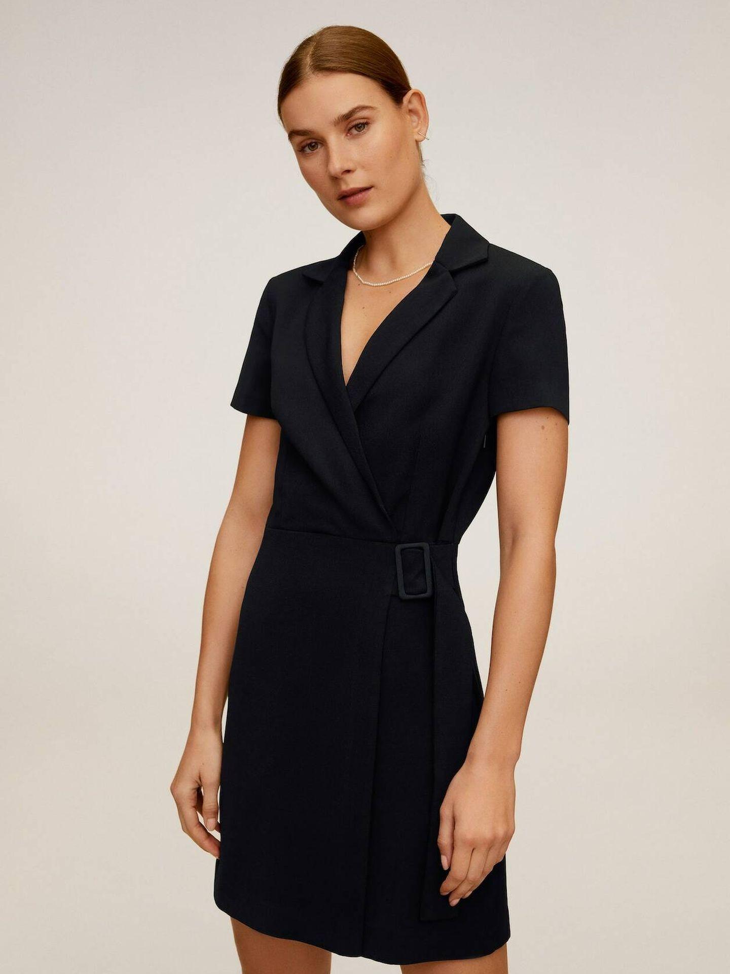 Vestido negro de Mango Outlet. (Cortesía)
