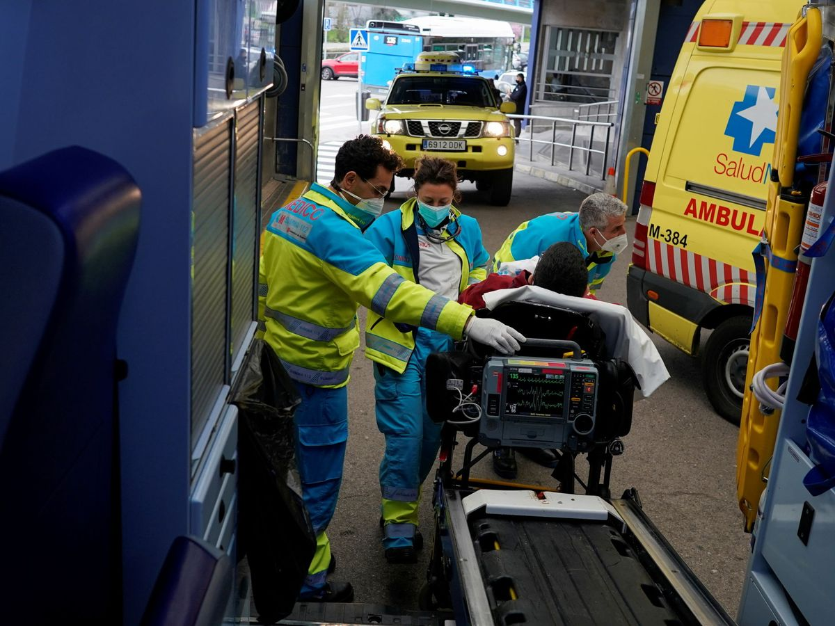Foto: Una ambulancia en Madrid. (EFE)