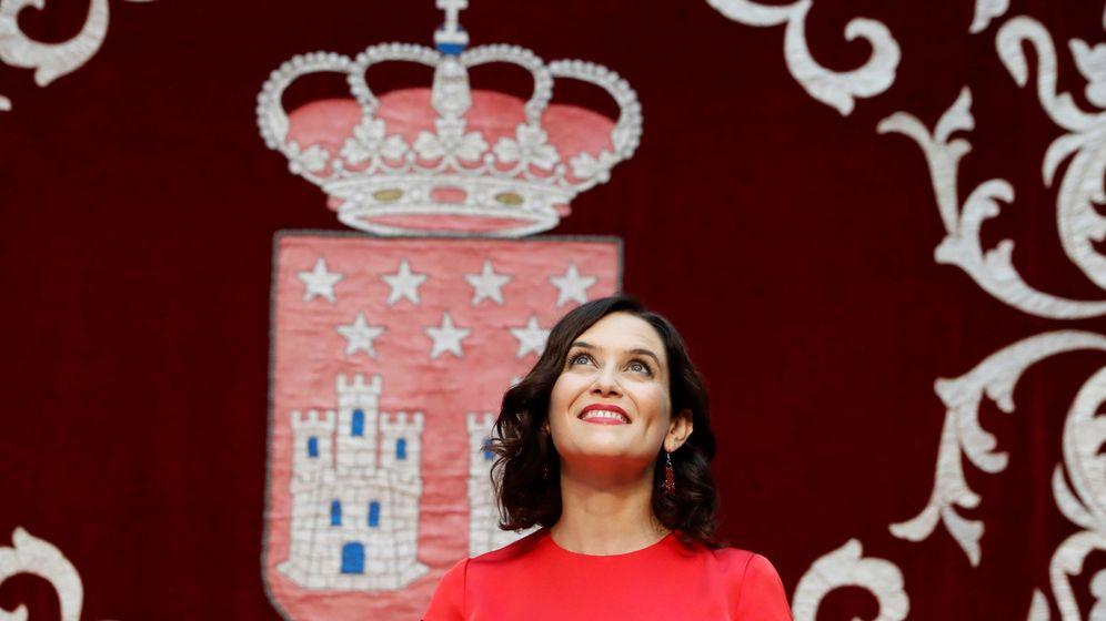 Foto: Isabel Díaz Ayuso, con el vestido en cuestión. (EFE)