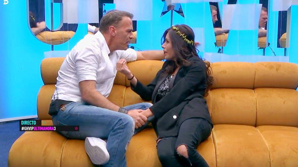 Foto: Carlos Lonzano y Miriam Saavedra en 'GH VIP 6'. (Mediaset España)