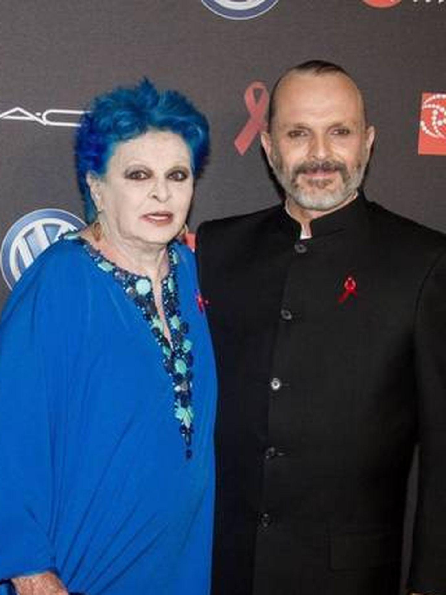 Lucía y Miguel Bosé, en la gala contra el sida de 2017. (Cordon Press)