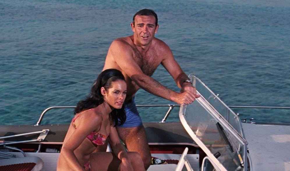 Foto: Martine Beswick y Sean Connery en 'Operación Trueno' (1965).(20th Century)