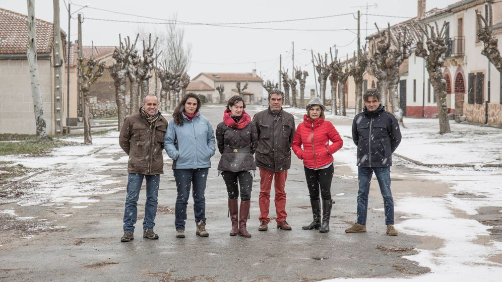 Foto: Impulsores del proyecto Vellosillo Dreams, junto a Ramón López, alcalde de Sepúlveda (centro). (David Brunat)
