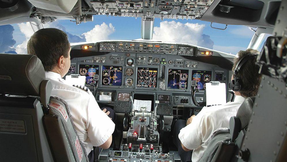 Foto: El gran debate de la aviación: ¿ha dejado la electrónica 'obsoletos' a los pilotos?