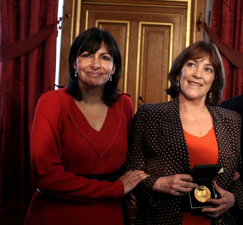 Anne Hidalgo junto a Carmen Maura en febrero de 2011 (Gtres)