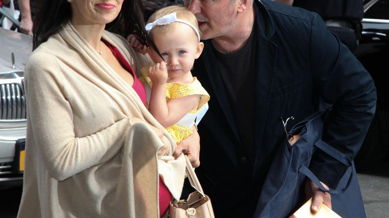 Foto: Alec Baldwin junto a su mujer y su hija Carmen (Gtres)