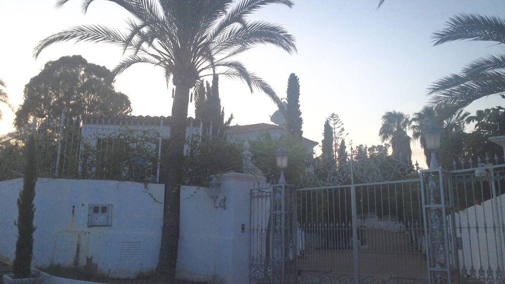 Foto: Entrada a la villa del príncipe Saud bin Abdullah Mohamed. (A. de la Gama)