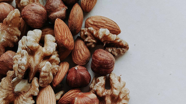 Esta es la cantidad de frutos secos que podemos comer al día sin engordar.  (Irina Lvova para Unsplash)