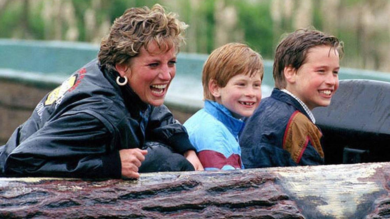 Diana con sus hijos Guillermo y Enrique. (Gtres)