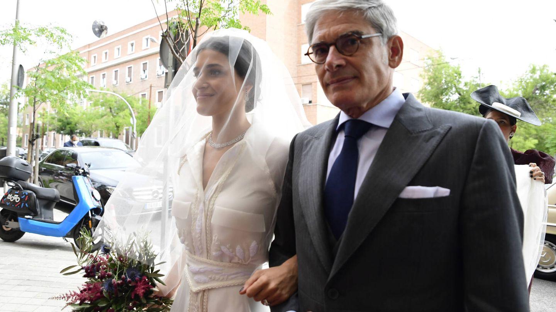 Lucía Martín Alcalde entrando en la iglesia. (LP)