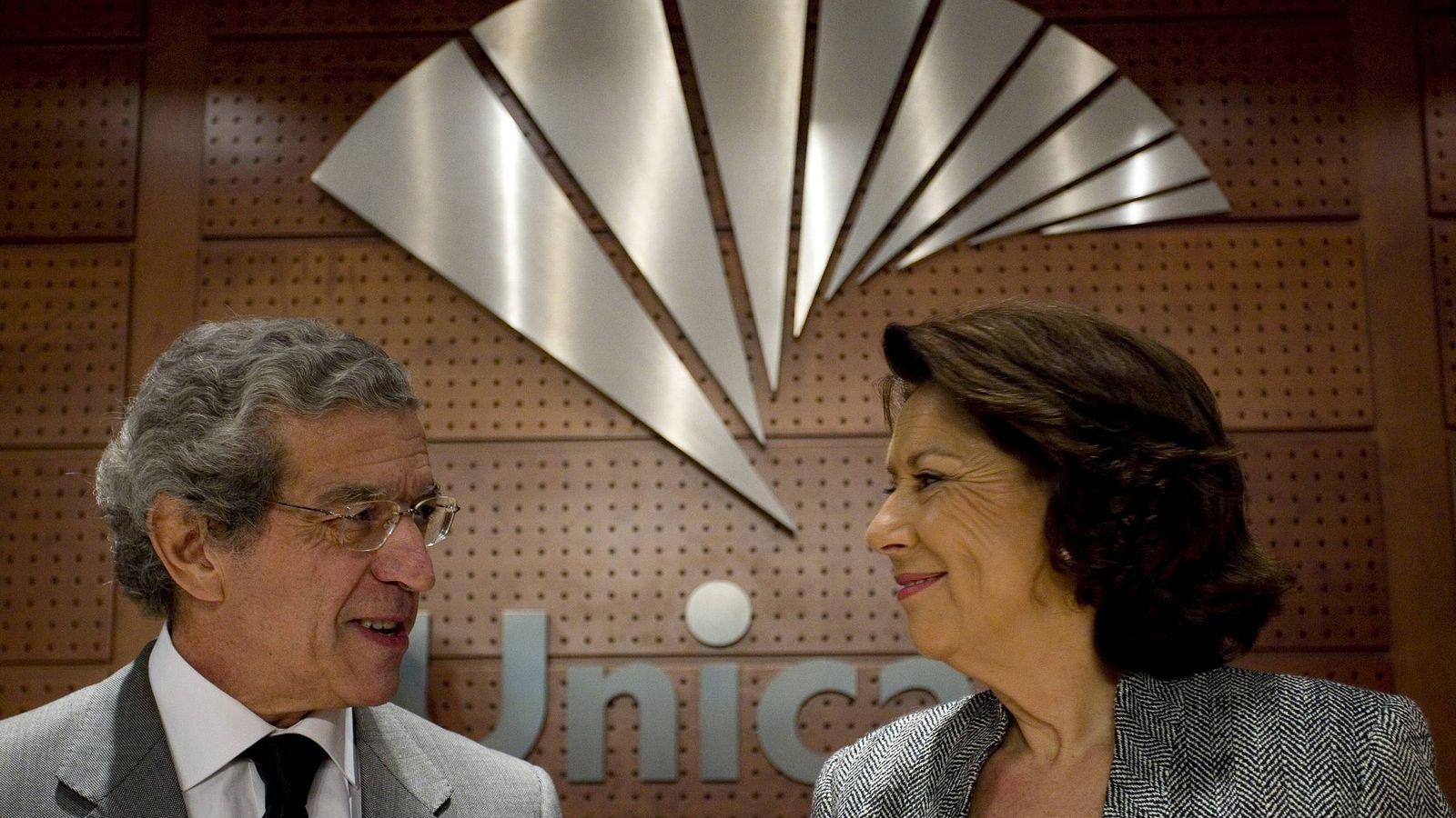 Foto: Braulio Medel, presidente de Unicaja, junto a la vicepresidenta del BEI, Magdalena Álvarez (EFE)