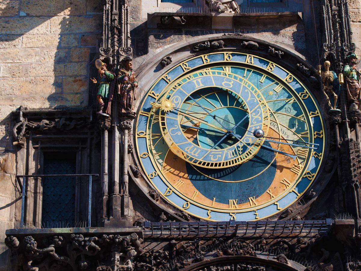 Foto: El reloj de Praga, con los símbolos del Zodíaco. (iStock)
