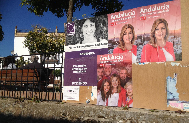 Publicidad electoral en El Pedroso. (A. Rivera)