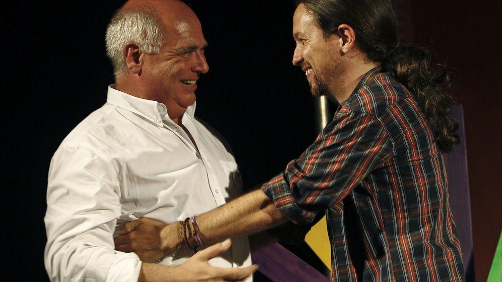 Foto: Lluís Rabell, candidato de Catalunya Sí que es Pot, junto a Pablo Iglesias, el pasado miércoles durante un mitin. (EFE)