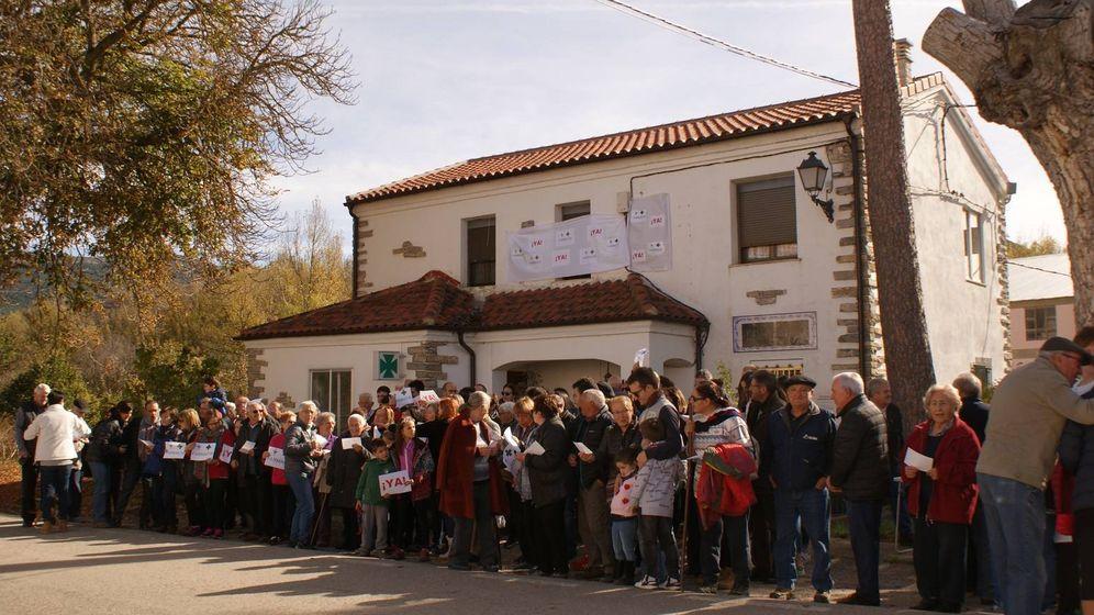Foto: Manifestación por la reapertura de la farmacia comarcal de Villar del Río (Soria)