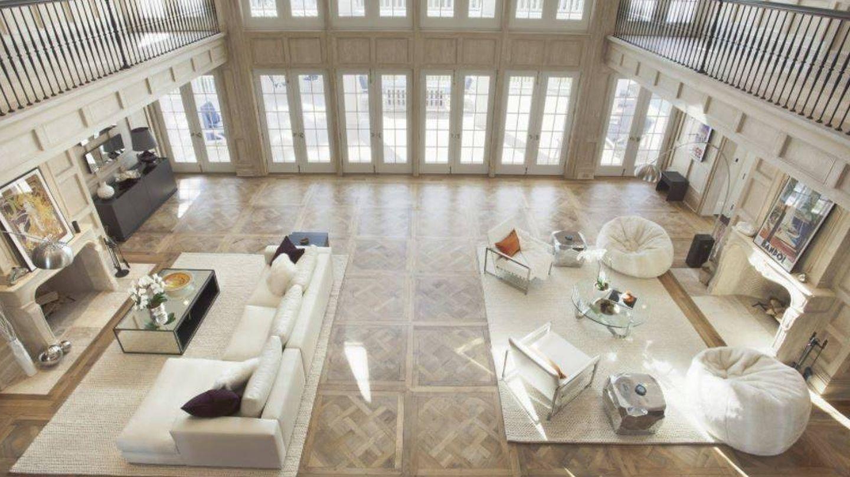 Salón visto desde la galería del primer piso de la casa de Beyoncé.