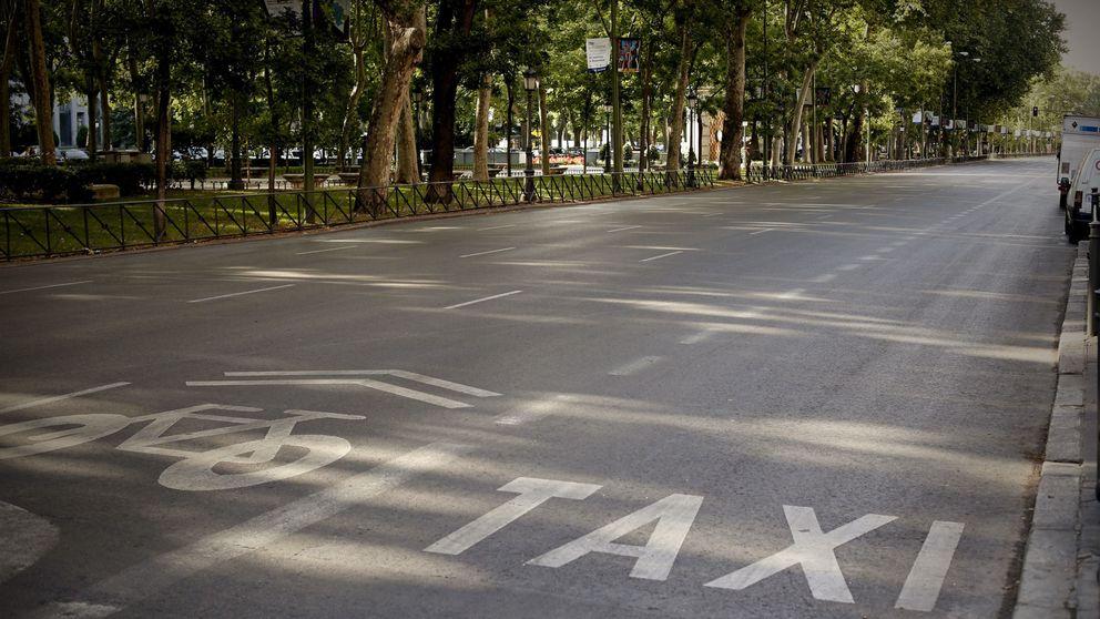 Vídeos: de un Cabify con escolta a bengalas de apoyo a los taxistas