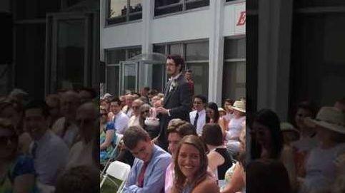 Este hombre hace de niña de las flores en la boda de su prima y lo clava