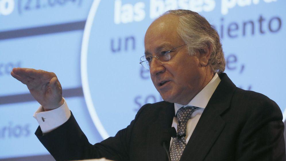 Foto: Juan María Nin, en un acto en Barcelona en 2013. Su indemnización está bajo la lupa de la AN. (EFE)
