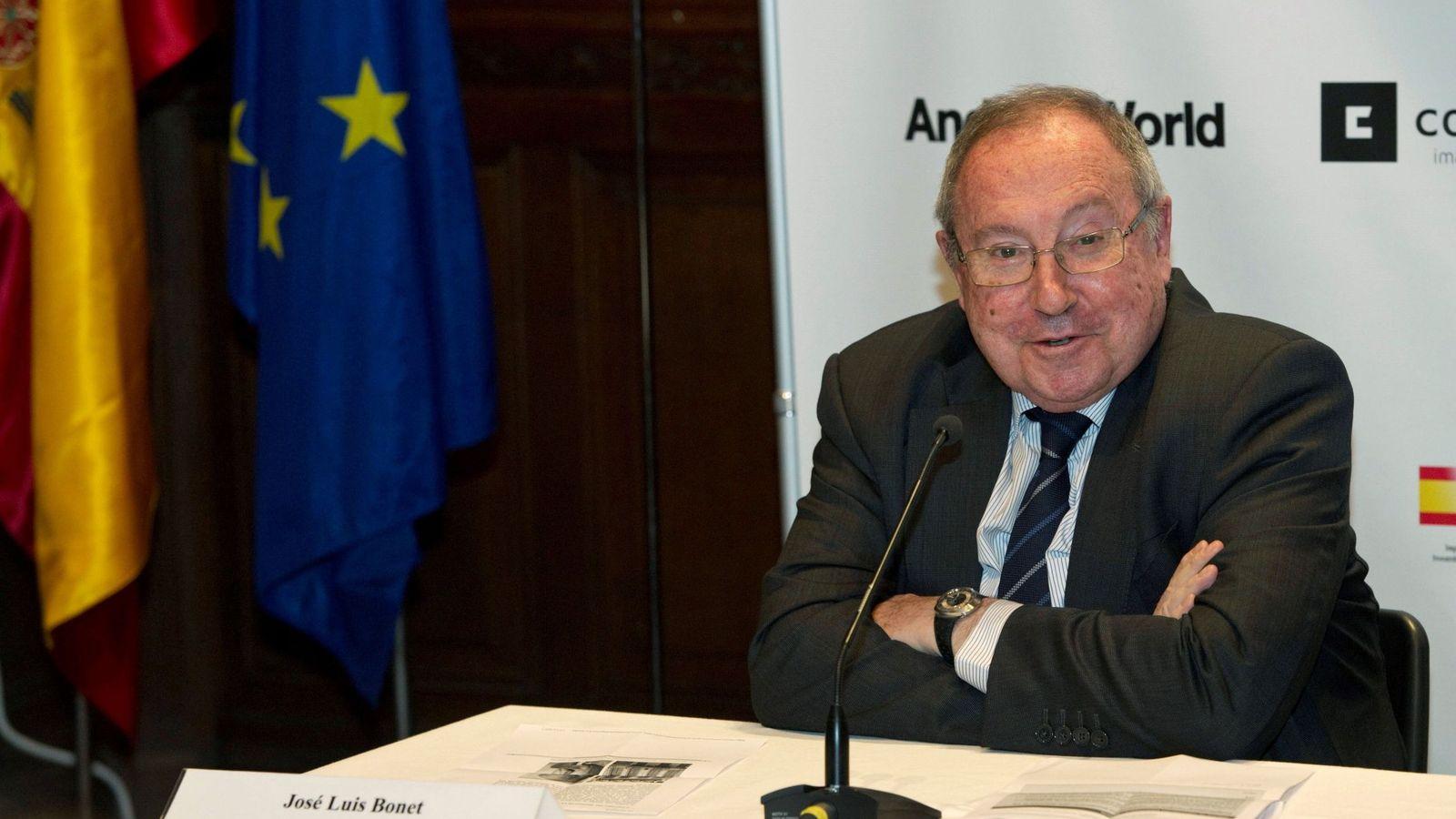 Foto: El presidente de Freixenet, de la Cámara de Comercio de España y del Foro de Marcas Renombradas Españolas, José Luis Bonet (i), durante la rueda de prensa en la embajada de España en Bruselas. (EFE)